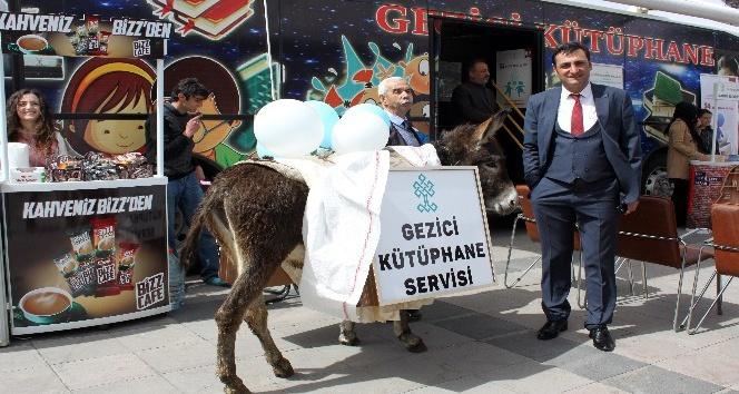 Erzurum'da eşekli, at arabalı Kütüphane Haftası etkinliği