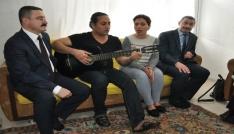 Sinopta yaşayan İranlı ailenin evinden nağmeler yükseldi