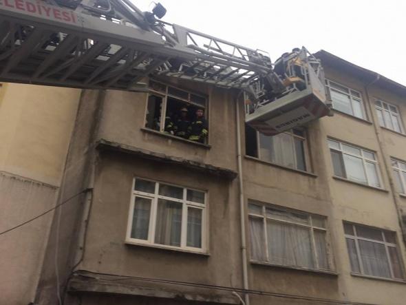 Evde çıkan yangında anne ve kızı hayatını kaybetti