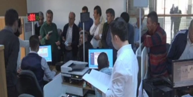 Nüfus müdürlüklerinde ehliyet ve pasaport yoğunluğu yaşanıyor
