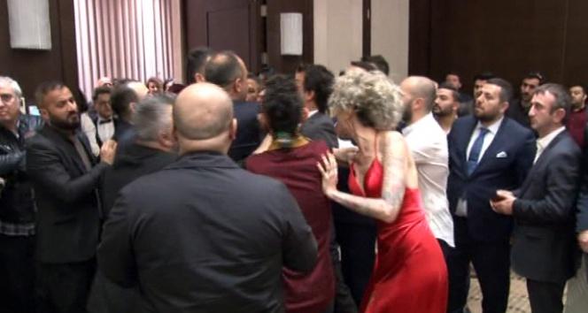 Ünlü DJ Berna Öztürke galada saldırı