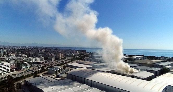 Antalyada lüks yatların üretildiği serbest bölgede yangın: Zarar 40 milyon dolar