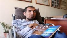 Yüzde 90 engelli olmasına rağmen 1i İngilizce 12 kitap yazdı