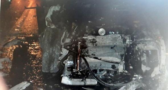 Otomobil hurda yığınına döndü: 3 ölü