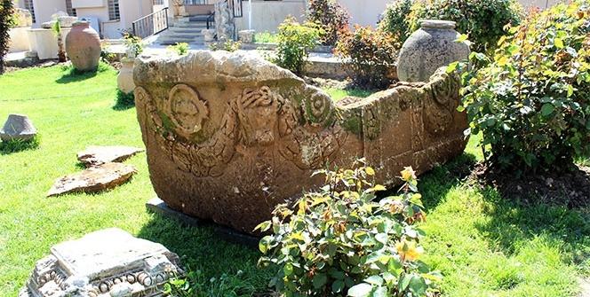 Boğa başlı 1700 yıllık lahit bulundu