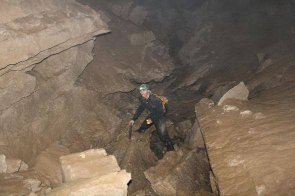 Hakkarili dağcılar Derecikte mağara keşfettiler