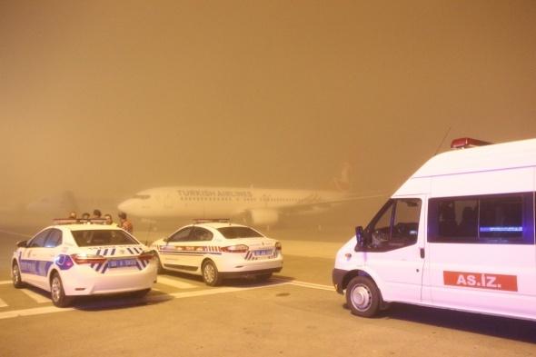 Hakkari şehidini taşıyan uçağa sis engel oldu