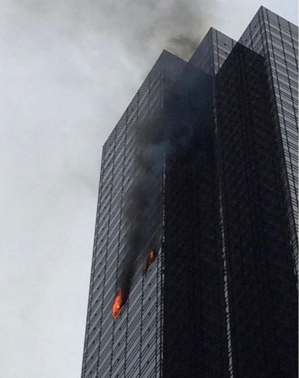 ABD Başkanı Trump'ın gökdeleninde yangın
