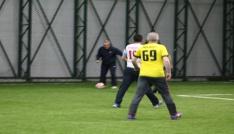 Maliye Bakanı Ağbal halı saha maçında forma giydi