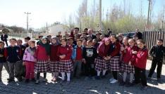 """Vali Pehlivan, """"Köyün En Çocuk Hali"""" projesi kapsamında oluşturulan kütüphanelerin açılışını gerçekleştirdi"""