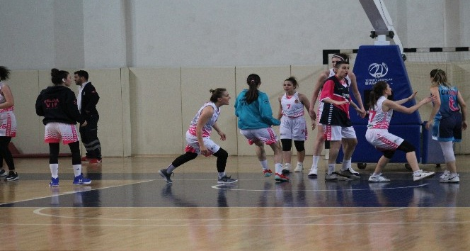 Yalovada kadın basketbolcular kavga etti