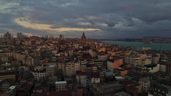 Galata Kulesi gün batımı ile havadan görüntülendi