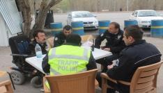 Engelli vatandaştan polislere sürpriz ziyaret