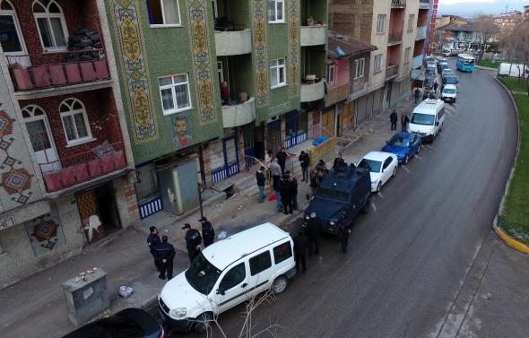 Erzurum polisinden insan tacirlerine şafak baskını