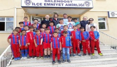 Minik futbolculardan Polis Haftası ziyareti