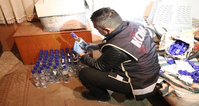 Aksarayda yüzlerce şişe sahte içki ele geçirildi