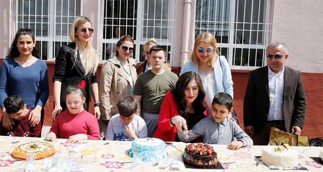Özel çocuklara pasta sürprizi