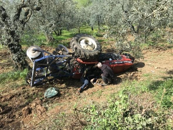 Traktörün altında kalan sürücü hayatını kaybetti!