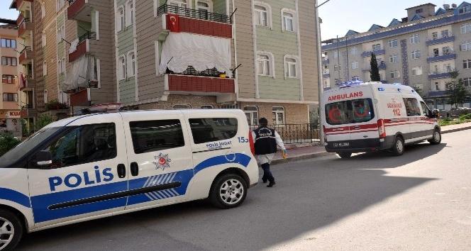 Sinopta 2 genç evlerinde ölü bulundu