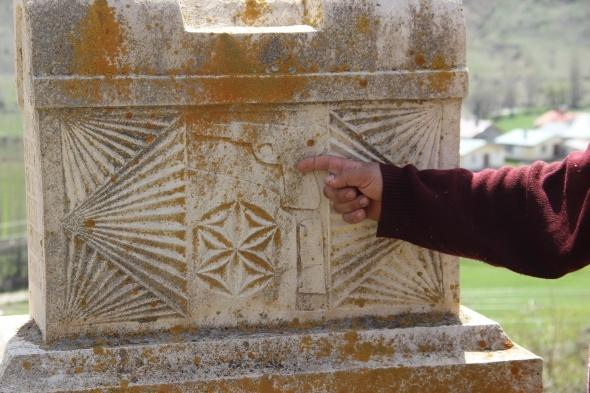 Sivas'taki piramit taş mezarlar dikkat çekiyor