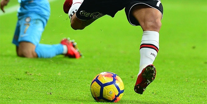 Yıldız futbolcuya şoke eden tepki!