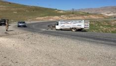 Hasankeyfte tır ile kamyonet çarpıştı: 3 yaralı