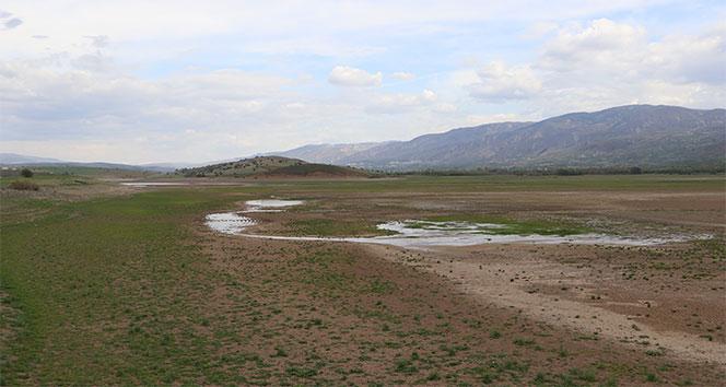 Göl, sular çekilince ovaya dönüştü