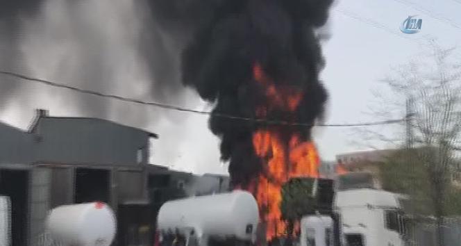 Sancaktepe'de plastik fabrikasında yangın