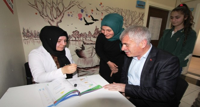 Başkan Memiş Dede Korkut Koleji'ni ziyaret etti