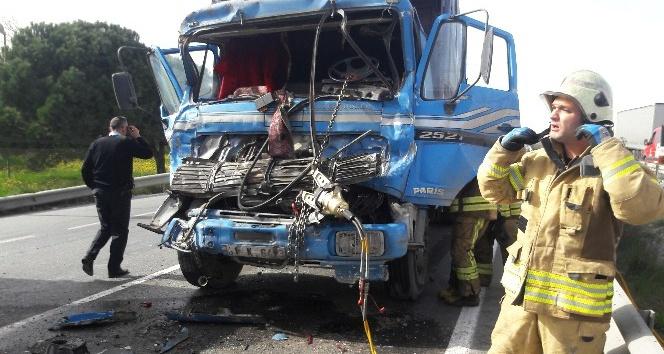 (Özel) Hadımköy'de sıkışmalı trafik kazası