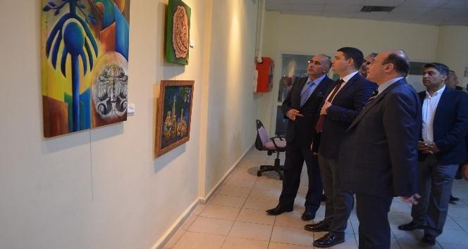 AK Partili Budak resim sergisine katıldı