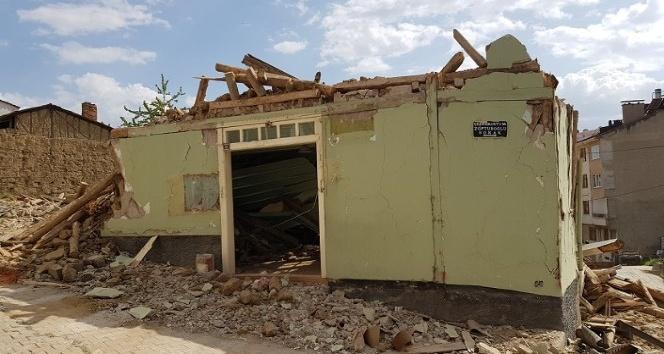 Zobturoğlu Camii yıkıldı, Kürük Dede türbesi başka yere taşındı