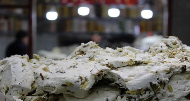 Otlu peynirin fiyatı cep yakıyor
