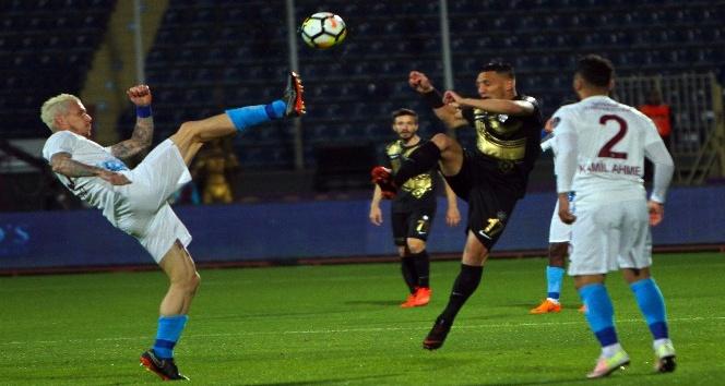 Spor Toto Süper Lig: Osmanlıspor: 0 - Trabzonspor: 2 (İlk yarı)