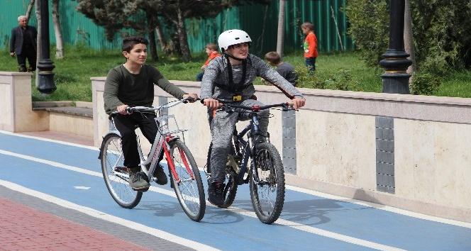 Sağlıklı yaşamı seçtiler, bisiklet sürdüler