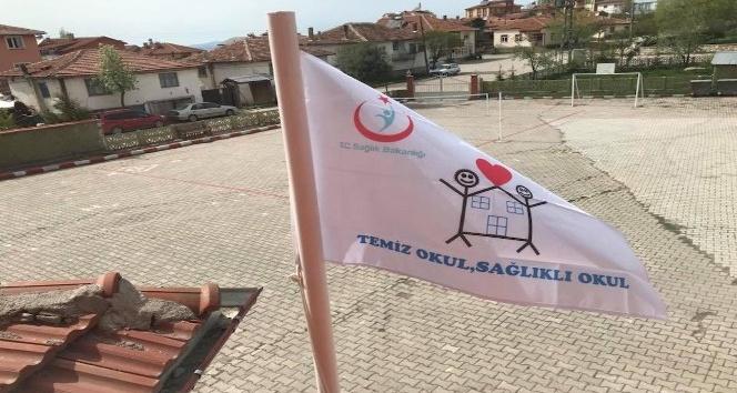 Karbasan Ortaokulu'na Beyaz Bayrak