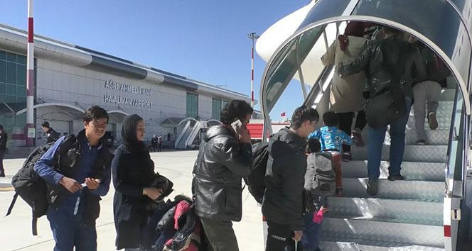 Afganistanlı 6 bin 846 kaçak göçmen ülkesine döndü
