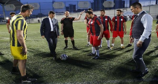 Halı sahada kalp krizinden ölen öğretmen futbol turnuvası ile anıldı