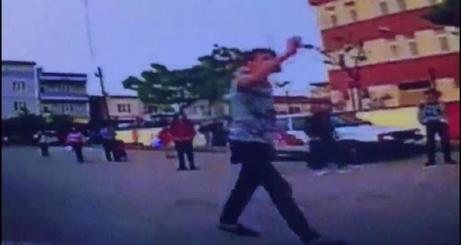 Bursa'da öğrencilerin 'omuz atma' kavgasında kan aktı: 1 yaralı