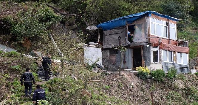 Sahil yolundaki barakalar emniyet kontrolünde yıkıldı