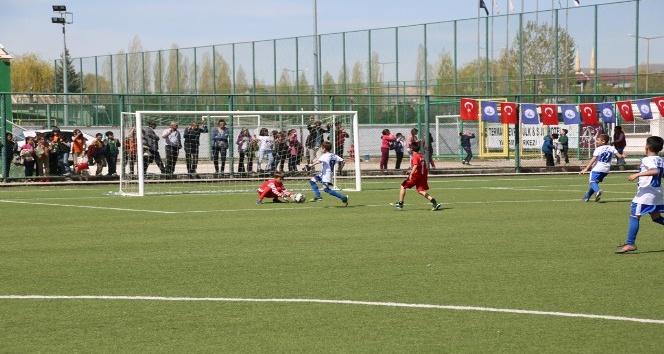 İlkokullararası futbol turnuvası sona erdi