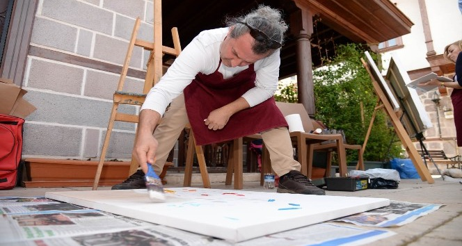 Çinli ressam Hamamönü Sanat Sokağı'nda