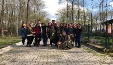 SAÜlü öğrencilerden sahipsiz hayvanlar bakımevine ziyaret