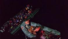 Uçağın tespit ettiği Afgan kaçaklar botla yakalandı