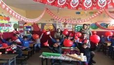 Karsta Jandarma 23 Nisan öncesi çocukları unutmadı