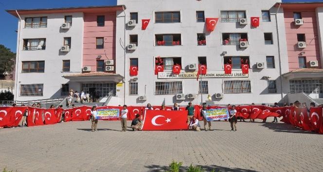 Ispartadan Şanlıurfaya 200 Türk bayrağı