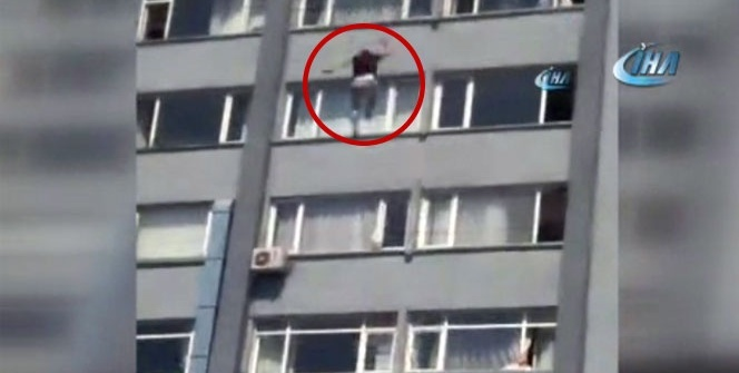 Bir kişi hastanenin yedinci katından aşağıya atladı