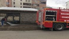 Sarıkamışta itfaiye ekipleri yolları yıkadı