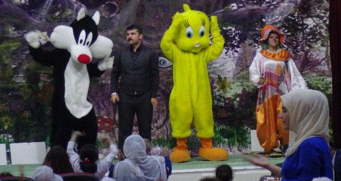 Gercüşte çocuklar için tiyatro oyunu sahnelendi