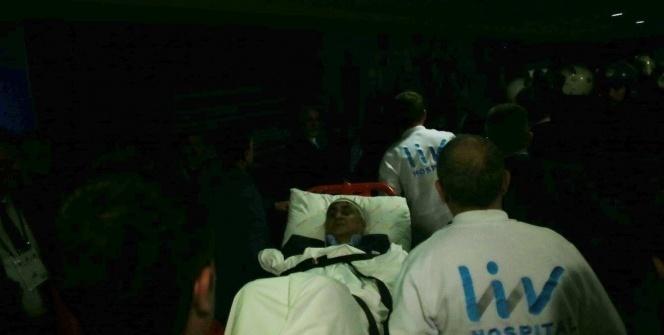 Şenol Güneş, ambulansla hastaneye kaldırıldı